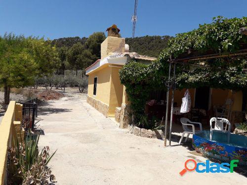 Casa de campo, en termino de Andilla a 3 kms. de Villar del