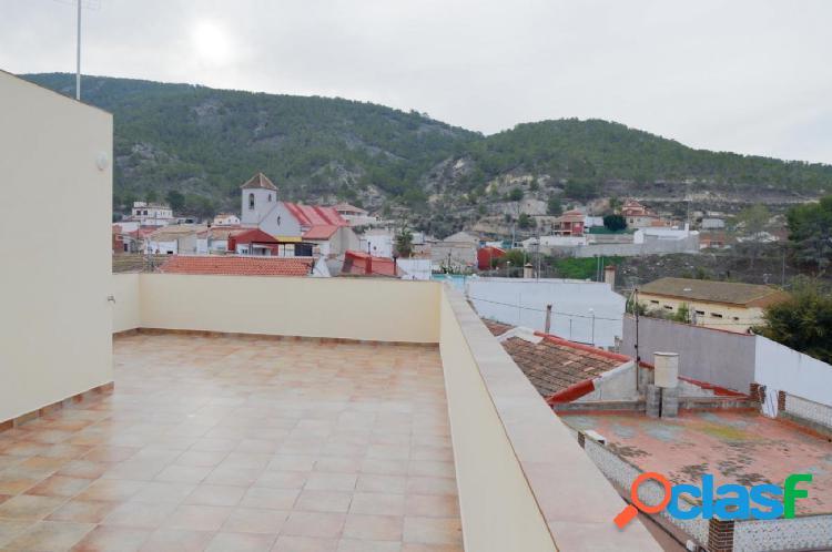 Casa de obra nueva con vistas a la montaña, zona con