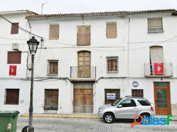 Casa de pueblo situada en el casco antiguo de Oliva.