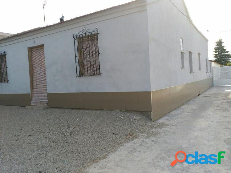 Casa en La Matanza de Orihuela con parcela de 700 m2.