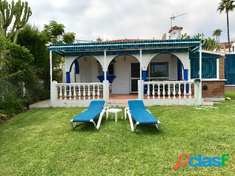 Casa en Mijas Costa con piscina y jardín privados, muy