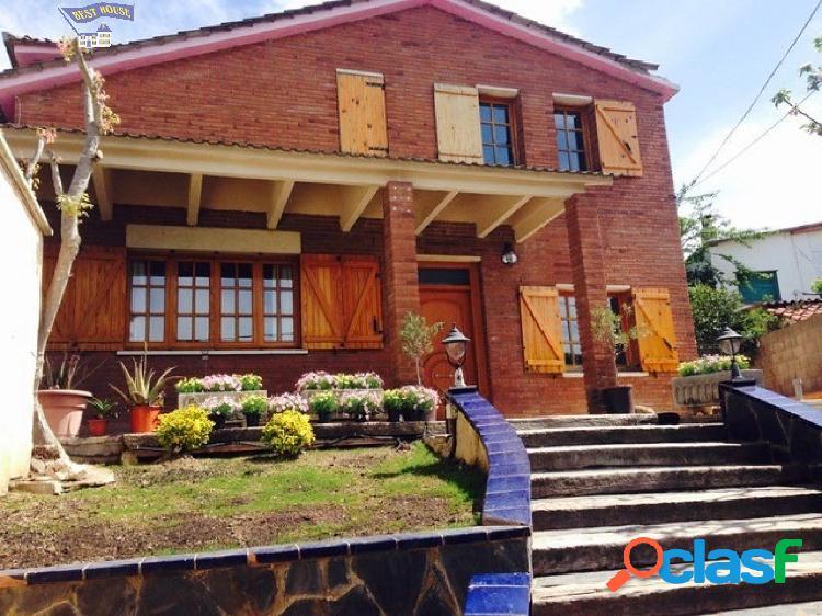 Casa en buen estado de 225 m2 en parcela de 700 m2, 4 hab, 2