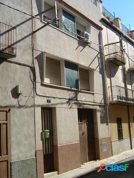 Casa en el centro de la población de Roquetas, fachada a