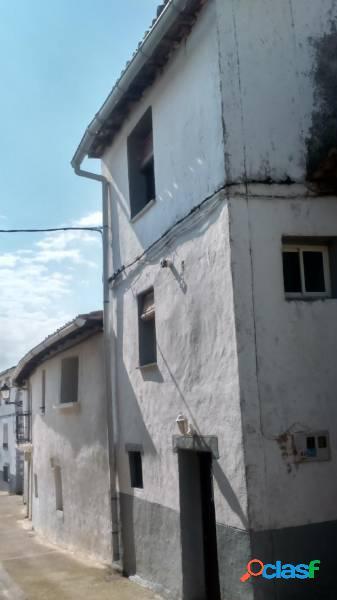 Casa en el centro del pueblo de Leache