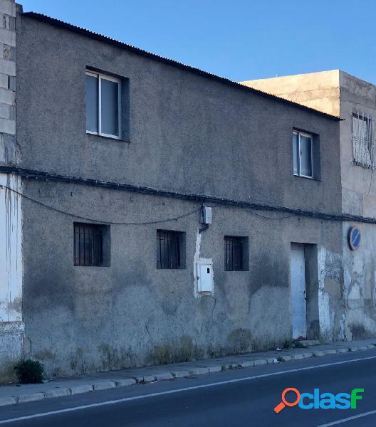 Casa en la carretera Dolores para reformar