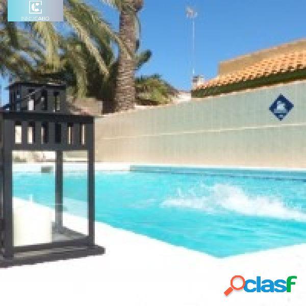 Casa independiente con jardín y piscina privada
