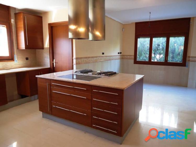 Casa individual con parcela de 1100 m2 muy bien situada en