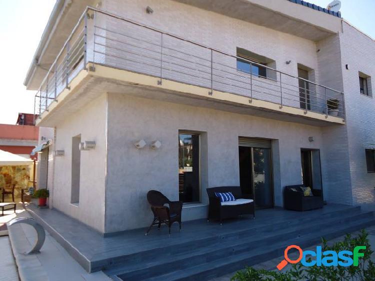 Casa individual de 364 m2 construidos en parcela de 452 m2