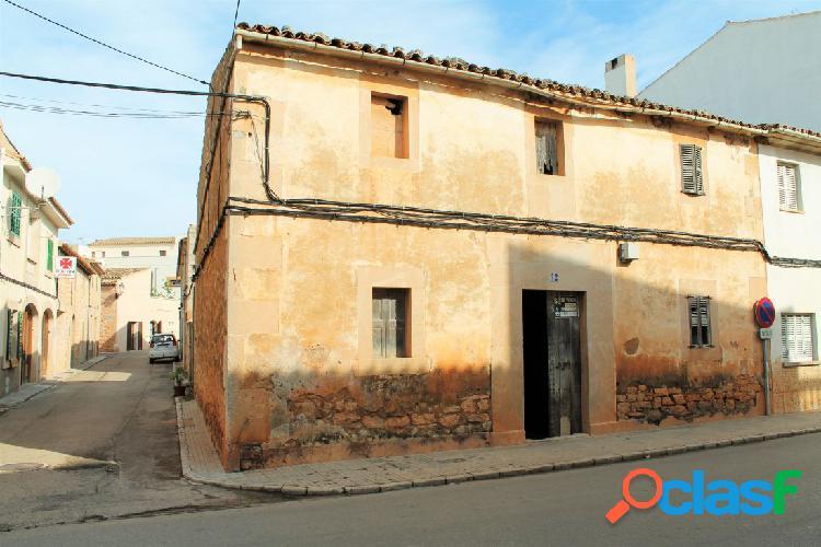 Casa mallorquina de más de 100 años en el centro de Ses