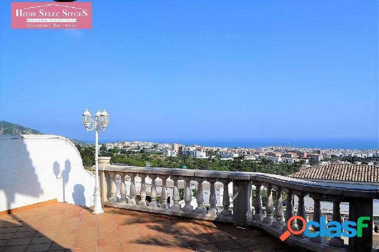 Casa mediterránea con vistas mar y piscina