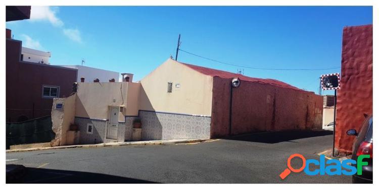 Casa terrera en Ingenio, esta propiedad situada en la calle