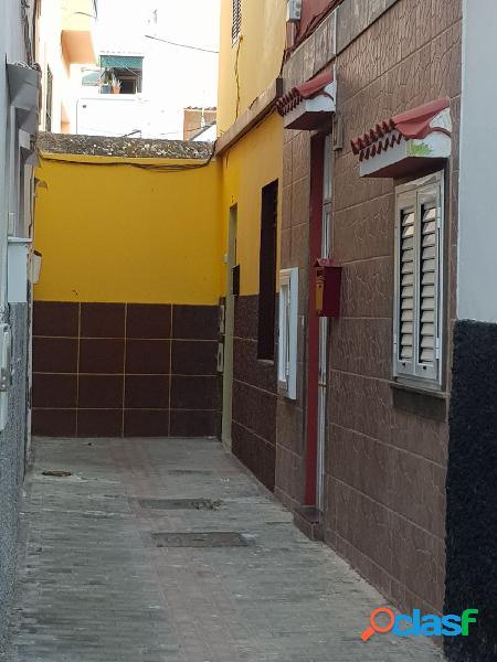 Casa terrera en la zona de San José.Dispone en la planta