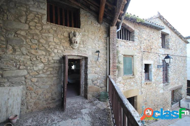 Casal de poble de grans dimensions datada del segle XVI,