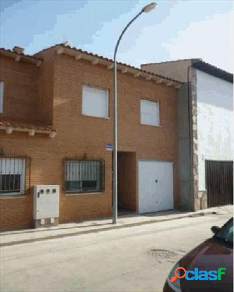 Chalet adosado en venta en calle Lopez de Vega, 45313 Yepes,