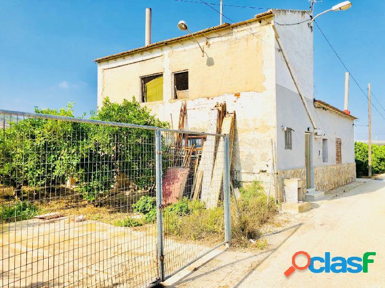 . Chalet con parcela de 1.350 m2 en Arneva, (Orihuela). Casa