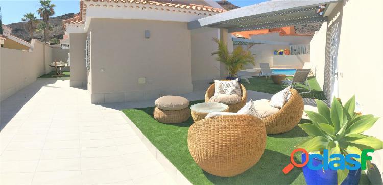 Chalet con piscina climatizada en venta en Tauro