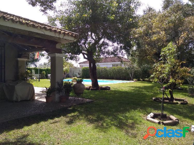 Chalet con piscina en Vistahermosa