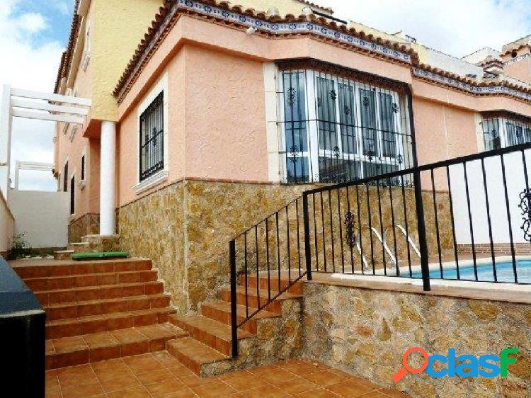 Chalet con piscina privada ! situado en zona Los Altos /Pau