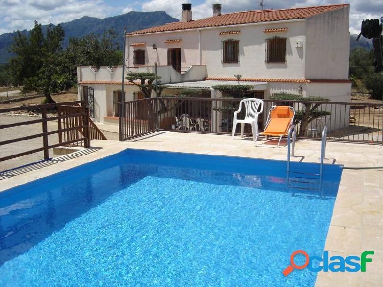 Chalet con piscina y barbacoa en Roquetes
