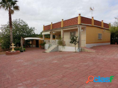 Chalet en urbanización, cerca de Liria, con 1800 m2. de