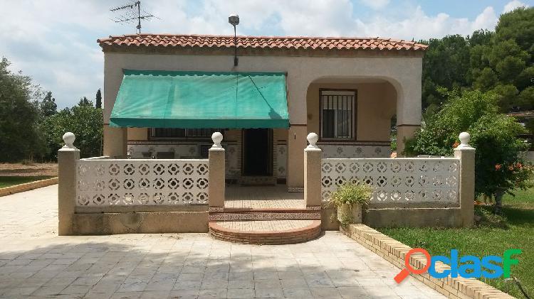 Chalet en venta de 134 m2 y 1876 m2 parcela en Llíria