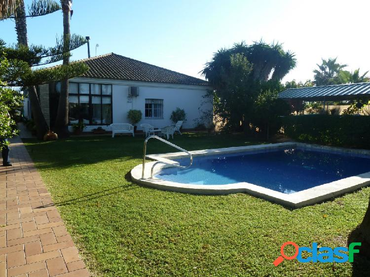 Chalet independiente con piscina privada