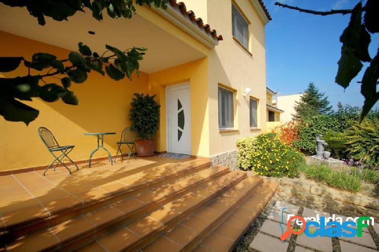 Cómoda, confortable y agradable casa en una tranquila y muy