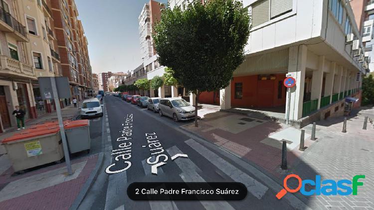 Dos locales en alquiler en..Calle Francisco Suárez...