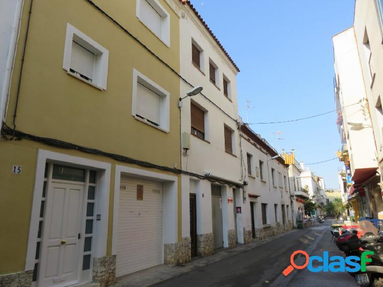 Edificio a rehabilitar en el centro de Sitges.