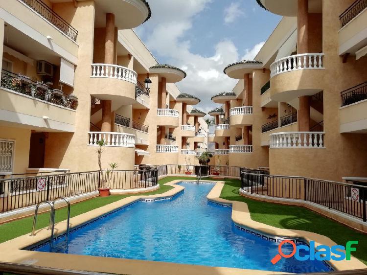 Elegante apartamento de 2 dormitorios y baños en Jacarilla!