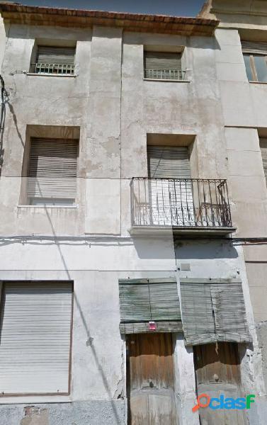 En venta casa de 3 alturas a reformar en Novelda