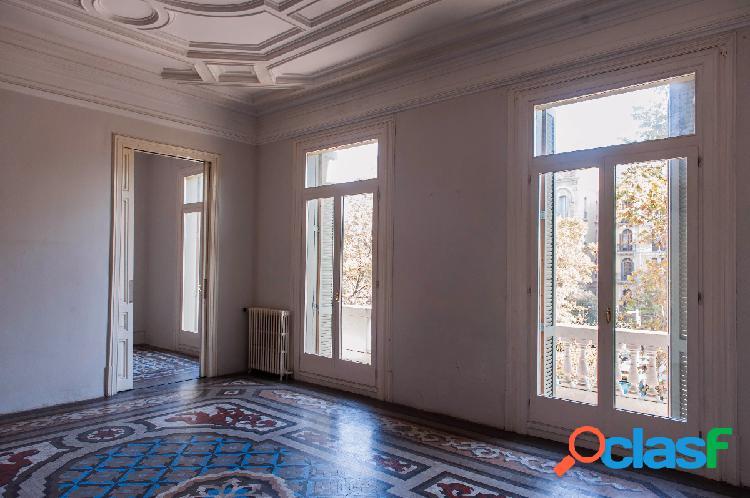 En venta espectacular piso de 250m2 a reformar en Paseo de