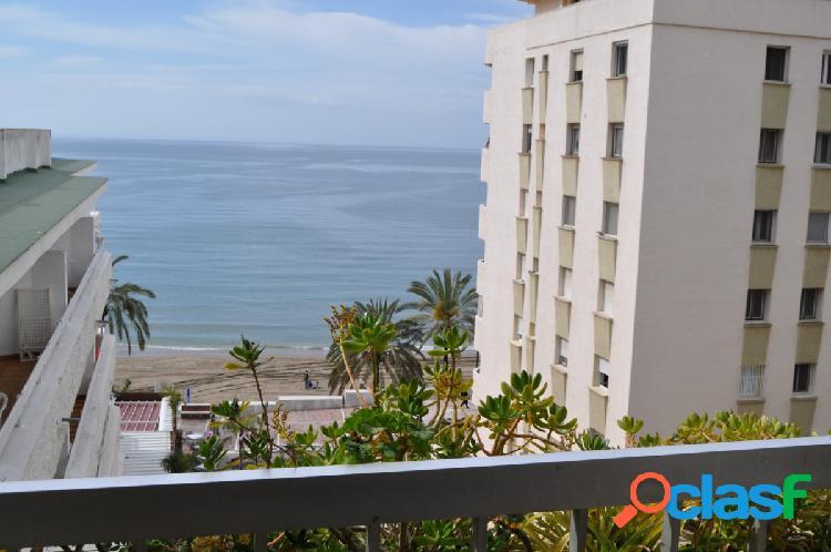 En venta un piso de en primera línea de playa con vistas al
