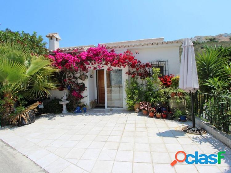Encantadora villa de 3 dormitorios en venta en Moraira con