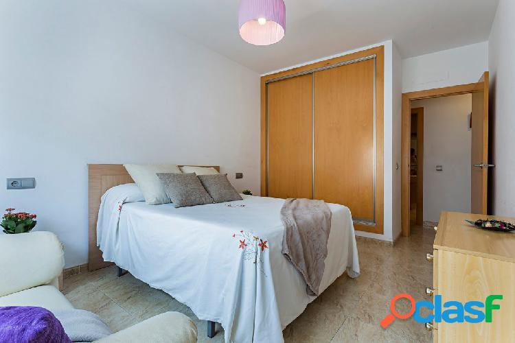 Espacioso y soleado piso de 2 dormitorios con garaje en la