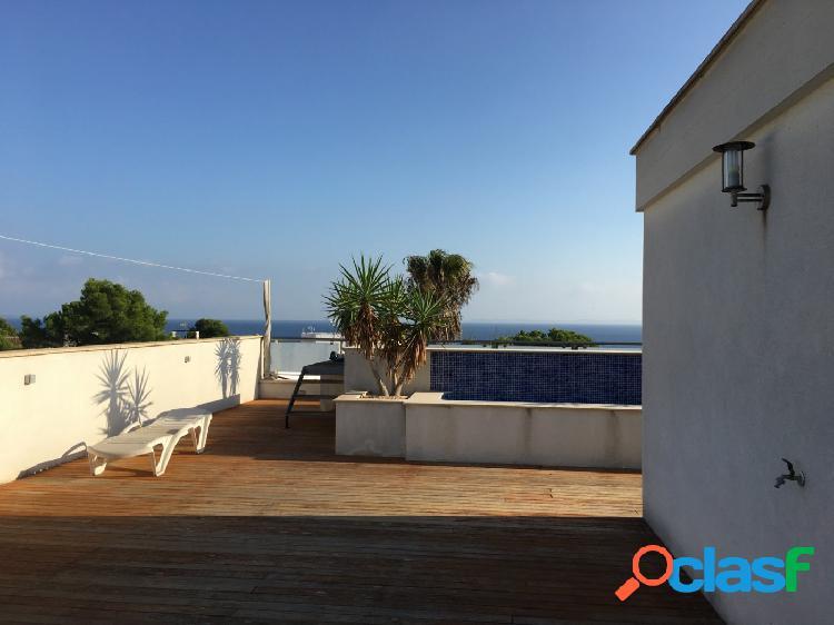Espectacular atico con vistas al mar y piscina en la terraza