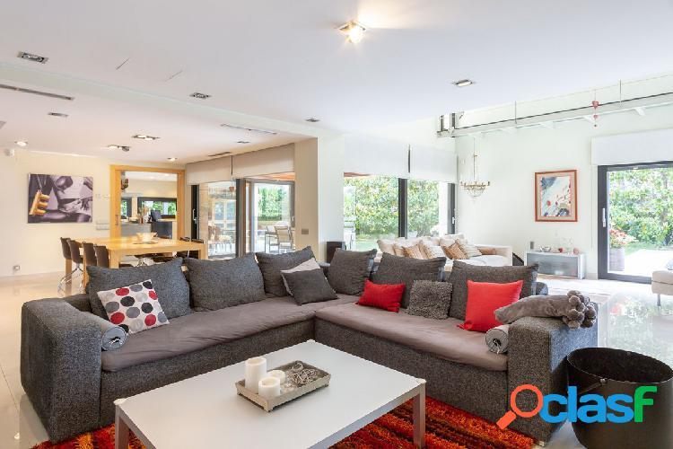 Espectacular casa de diseño con exquisita decoración