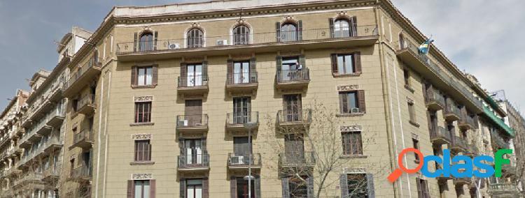 Espectacular piso en finca regia en calle Pau Clarís que