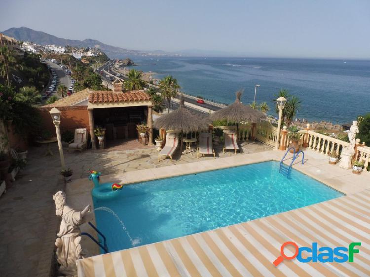 Espectacular villa en primera línea en Mijas Costa