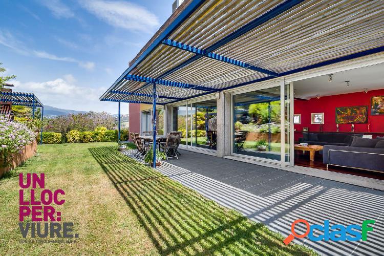 Espectacular vivienda con piscina y fantásticas vistas