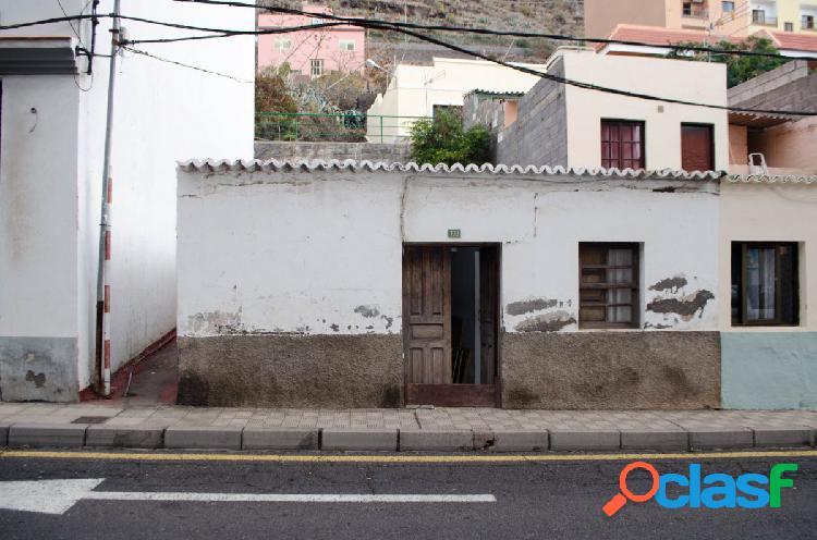 Estupenda Casa a Reformar Con Terreno.