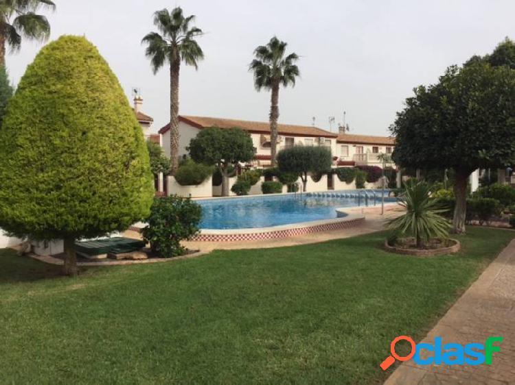 Estupenda casa adosada en La Zenia con piscina comunitaria