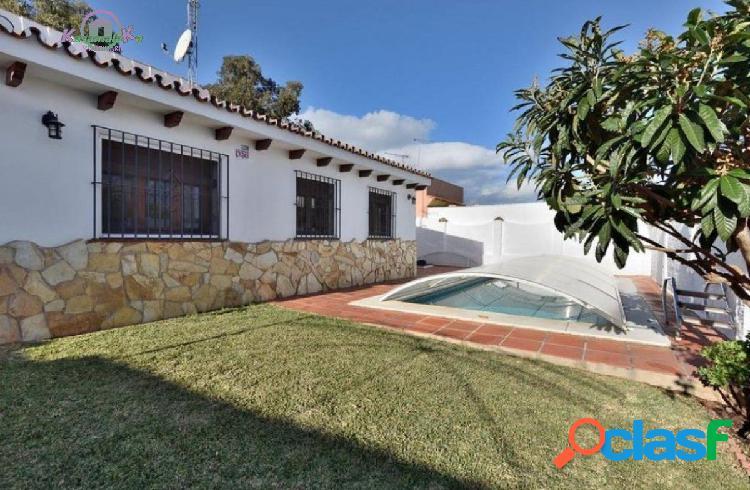 Estupenda casa de una planta de 4 dormitorios con piscina y