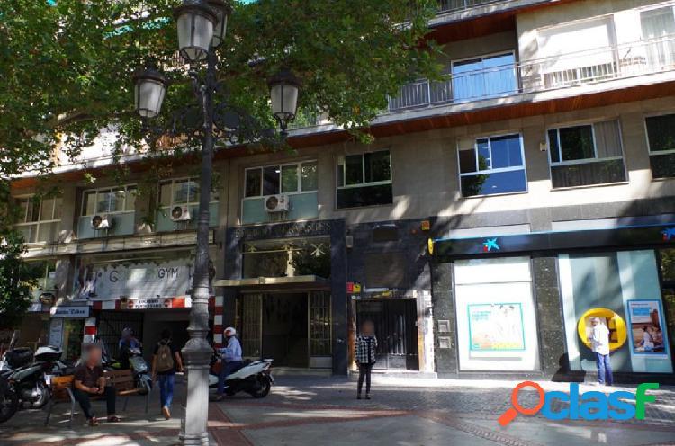 Estupendo piso de 137 m2 en el centro de Granada, con plaza