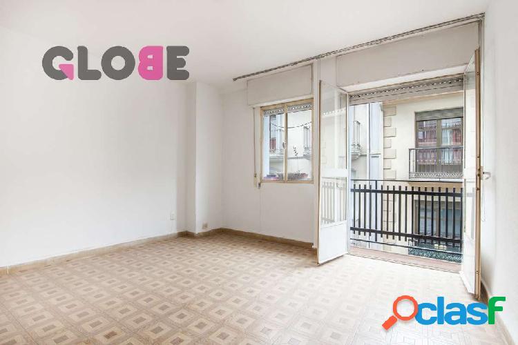 Estupendo piso de 3 dormitorios para reformar en pleno