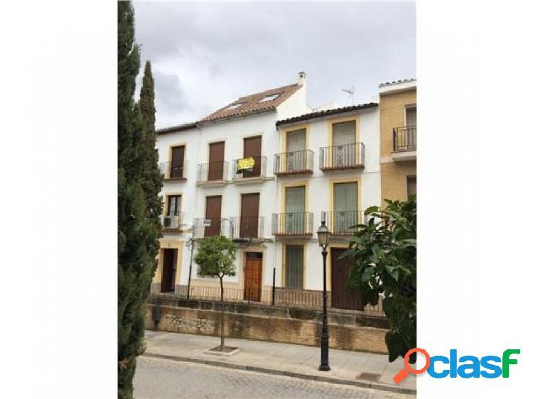 ¡Estupendo piso situado en la zona centro de Antequera!