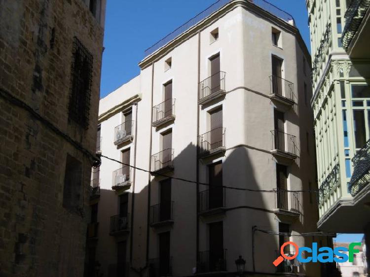 Excelente duplex en pleno casco antiguo de la ciudad, al