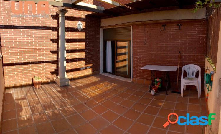 Excelente piso junto a Renfe (en Urbanización) con plaza de