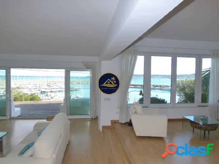 Exclusiva Villa de 5 dorm con Vistas Abiertas a la Bahía,