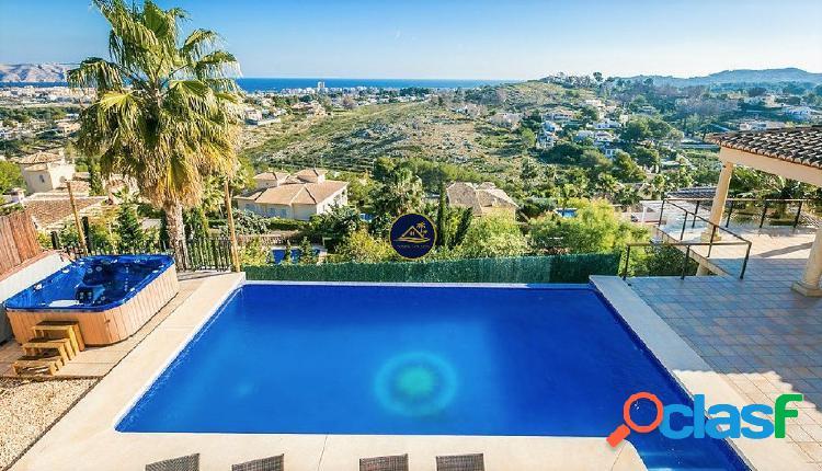 Exclusiva Villa de Lujo con Panoramicas Vistas al MAR en